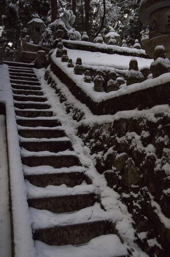 雪の石段.jpg